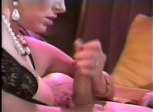 Curvy Lady Kinky Handjob
